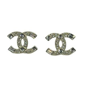 AUTHENTIC VINTAGE CHANEL LOGO EARRINGS!